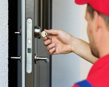 Тонкости самостоятельной установки замка на входную дверь