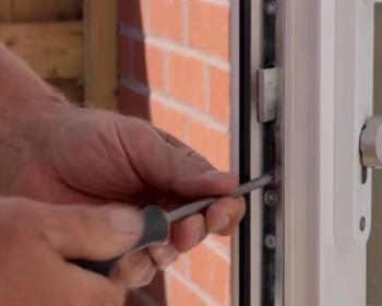 Способы отрегулировать пластиковую входную дверь