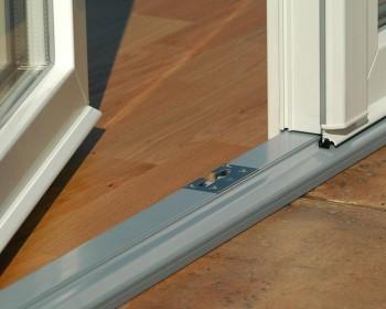 Как установить дверной порог в квартире и не накосячить