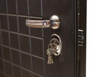 Как обшить железную дверь