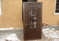 Как организовать вывоз металлических дверей безопасно и практично