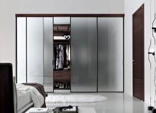 Вид стеклянных дверей для шкафа — книжный ассортимент