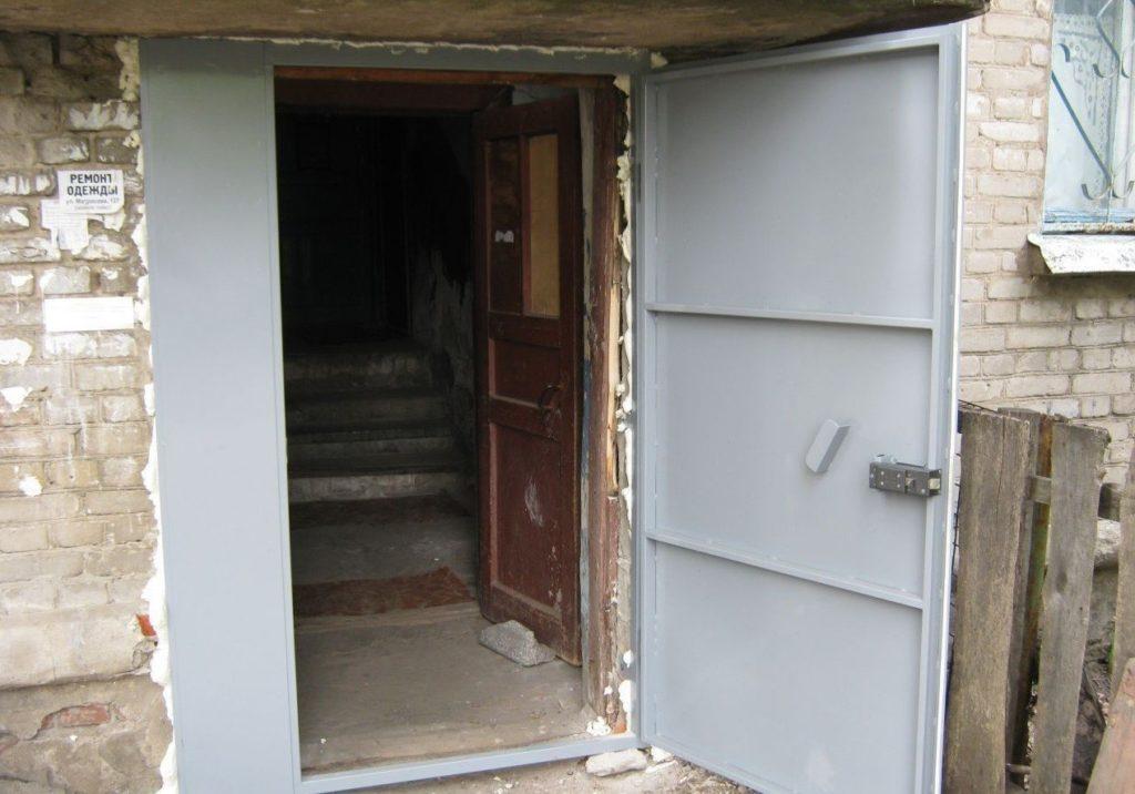 Конструкция металлической двери в подъезд и её надежность