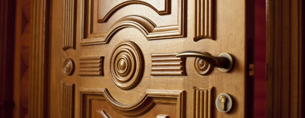 Какие бывают двери из массива дуба и их особенности