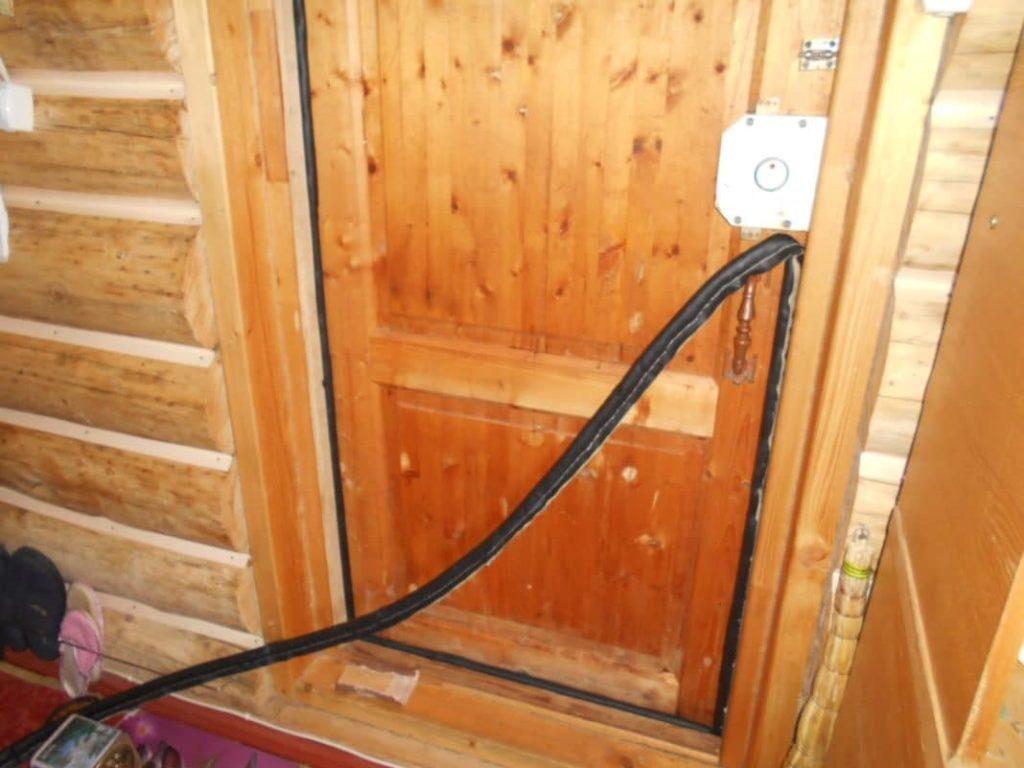 Какие уплотнители для деревянных дверей бывают