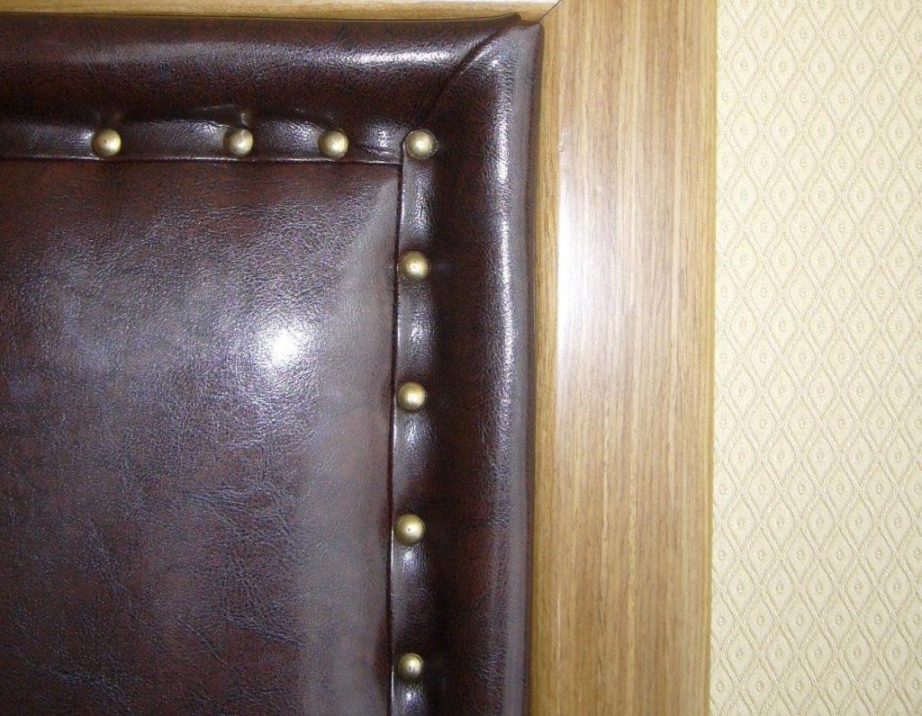 Как происходит обивка деревянных дверей дерматином