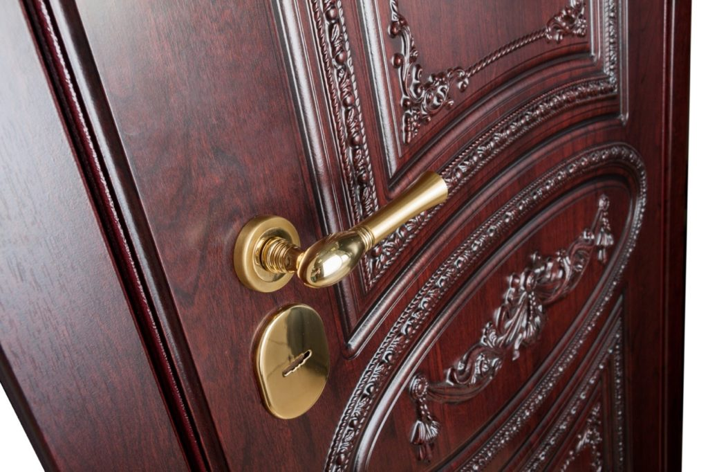 Преимущества накладки на входную металлическую дверь и установка