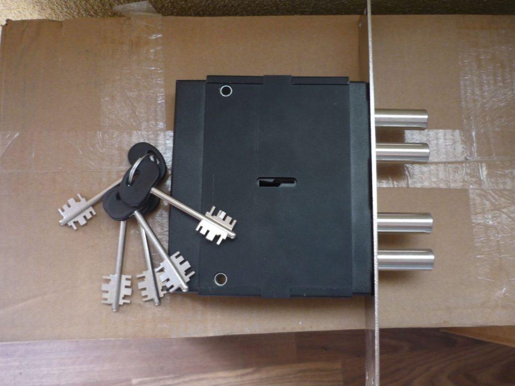 Особенности сувальдного врезного замка для металлической двери и его преимущества