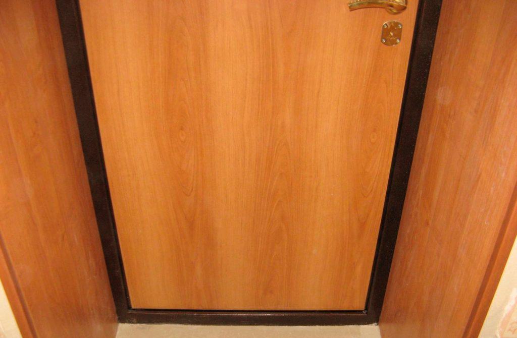 Отделка металлической двери