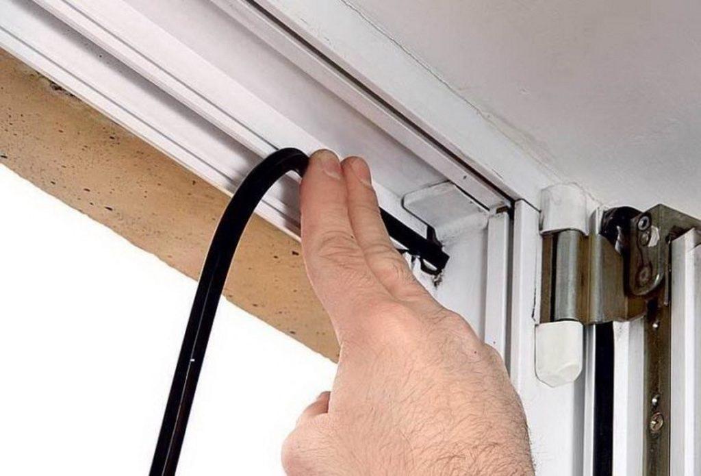 Уплотнитель для металлической двери