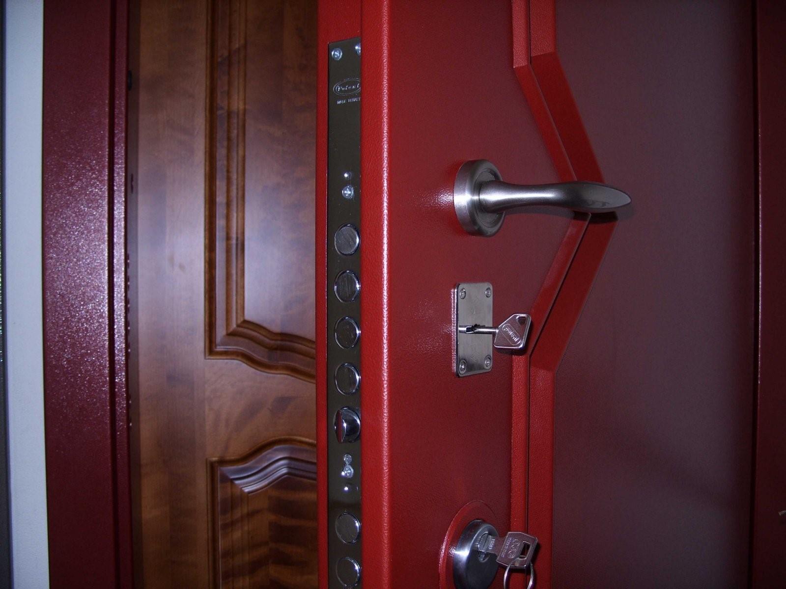 Как утеплить дверь в частном доме внутри
