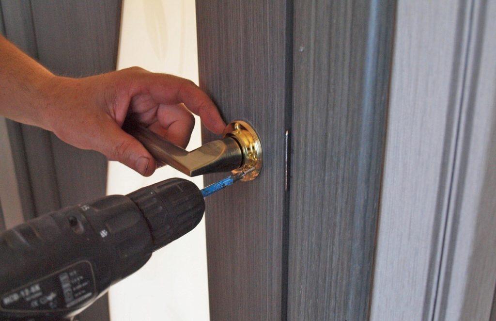 Дверные ручки для входных металлических дверей
