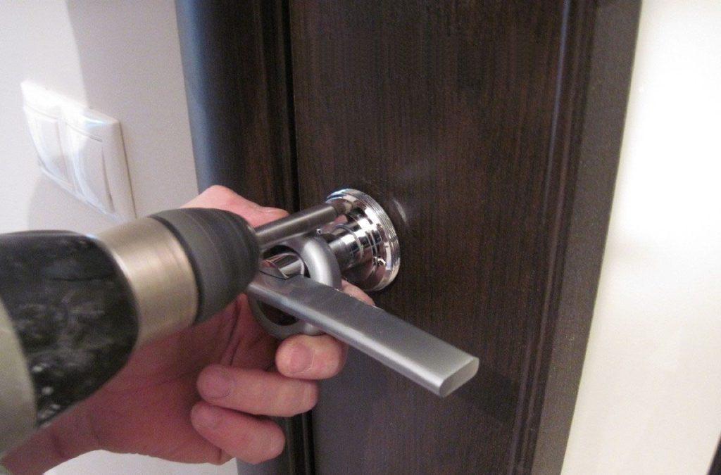 Регулировка алюминиевых дверей