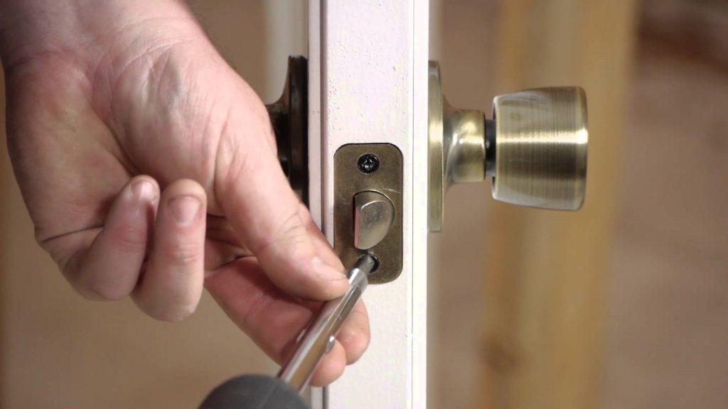 Ремонт ручки входной металлической двери