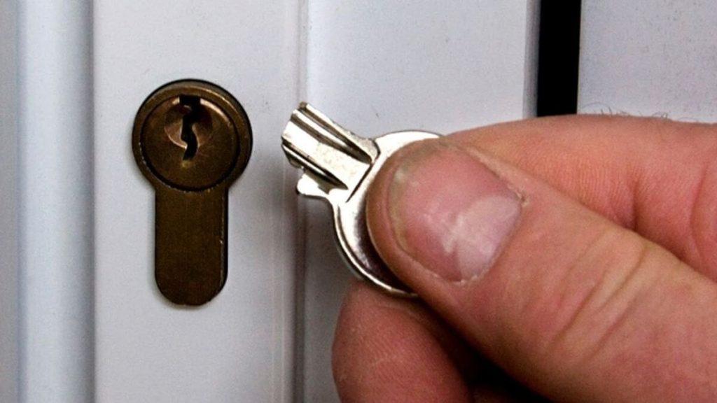 Вскрытие замков входной железной двери - лучшие методы