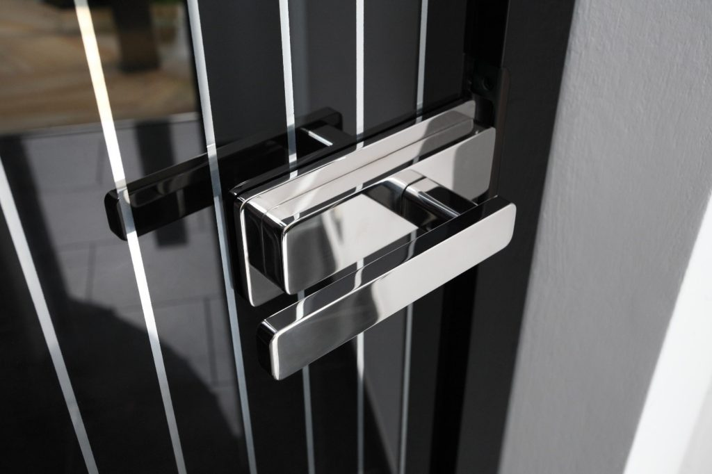 Алюминиевые стеклянные двери - сегодня популярны