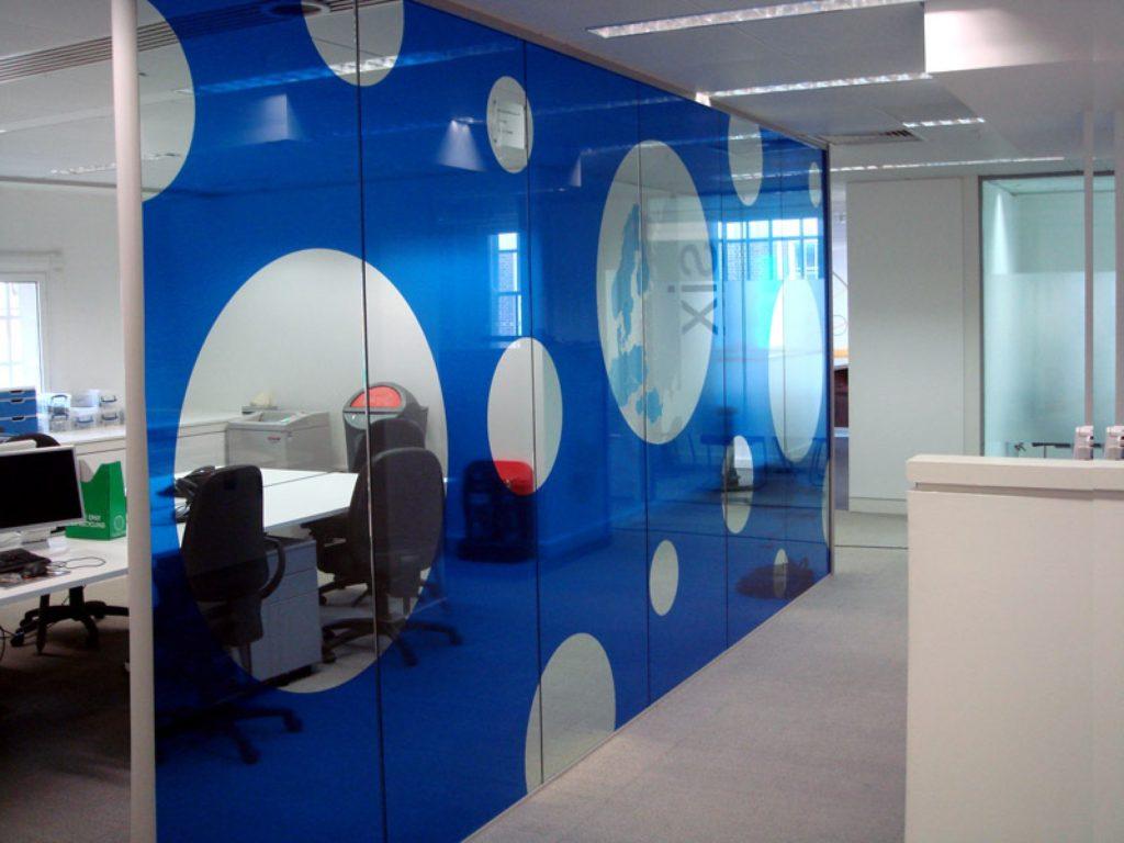 Стеклянные двери в офис - ставить или нет