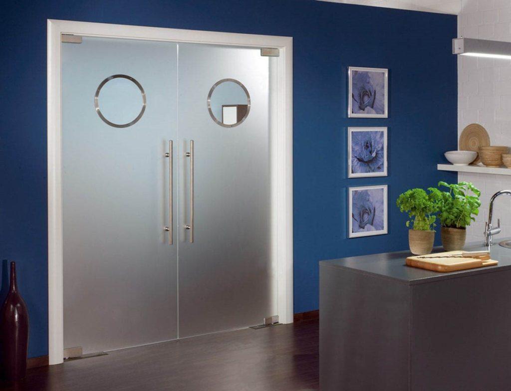 Монтаж стеклянных дверей - своими руками или вызовем мастера