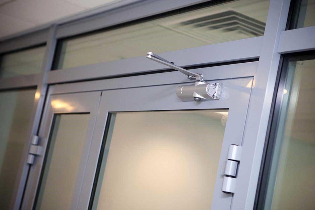 Хорошее решение - противопожарные стеклянные двери