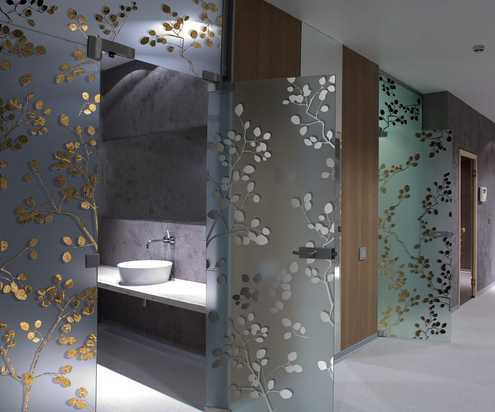 Стеклянные двери для ванной - сравниваем с туалетом