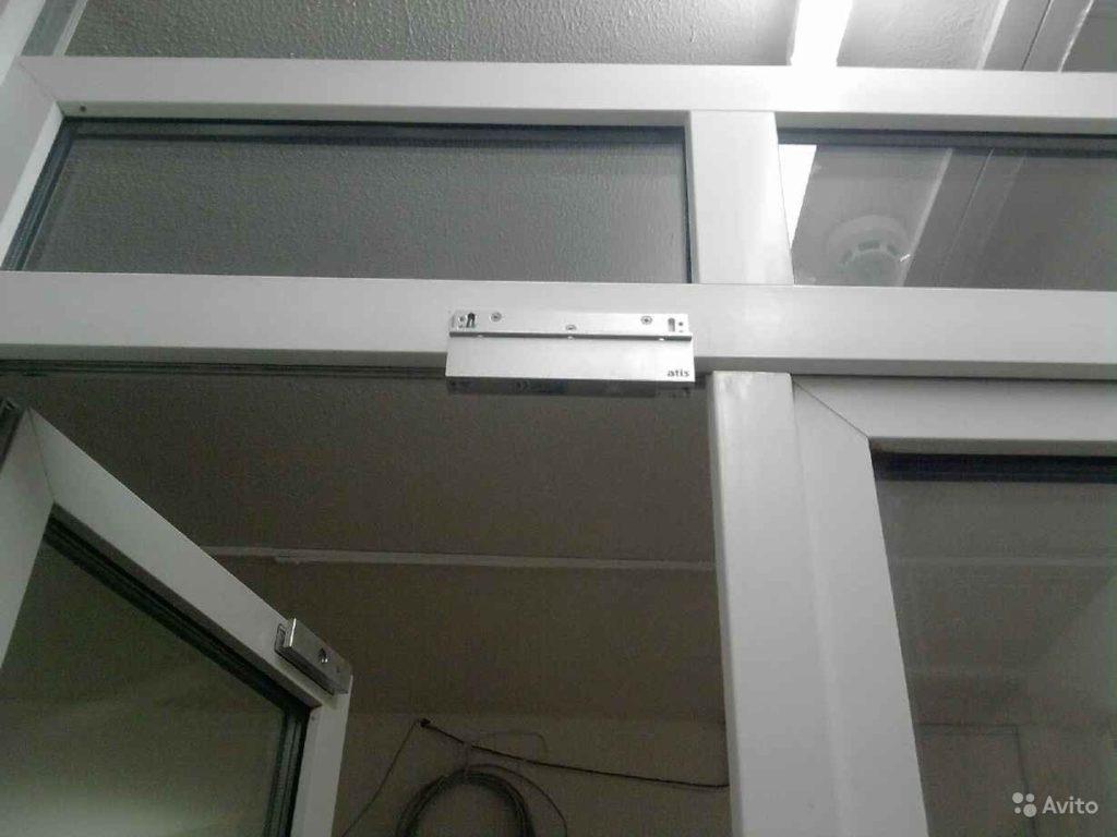 Электромагнитный замок на пластиковую дверь