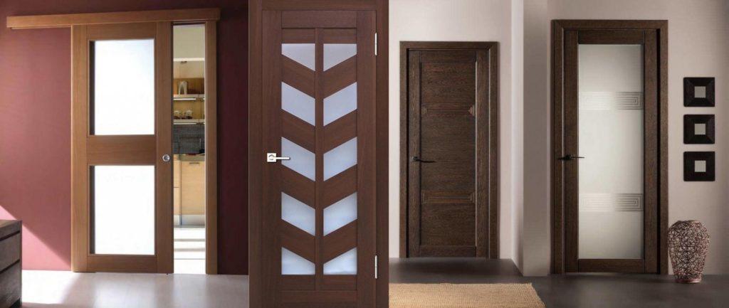 Дверь деревянная пластиковая
