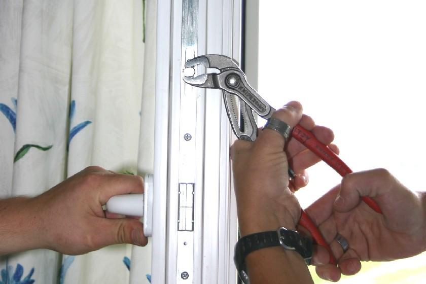 Как утеплить пластиковую дверь