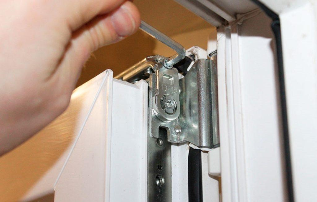 Как снять пластиковую дверь