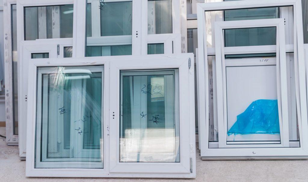Распродажа готовых пластиковых дверей