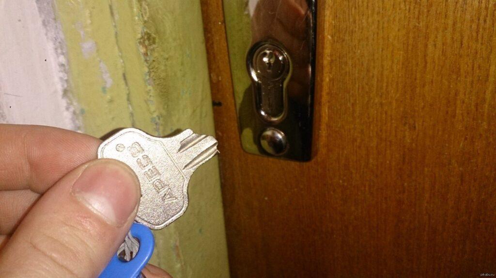 Аварийное вскрытие замков дверей в квартире
