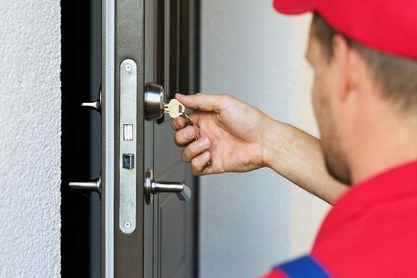 Установка замка входной двери